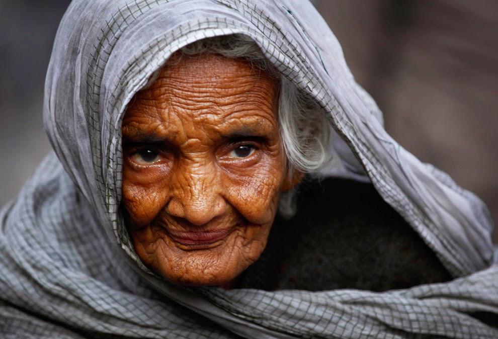 затем, сжав самые лучшие фото старых баб она просто неописуемо