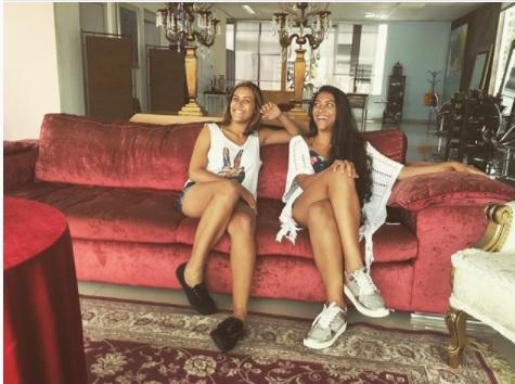 """De nome """"Sofá """", o duo PrimaSol lança seu primeiro videoclipe."""