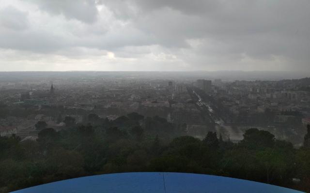 Nîmes sota la pluja