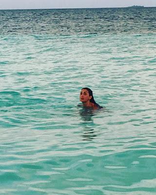 غادة عبد الرازق بالمايوة على شاطئ موناكو
