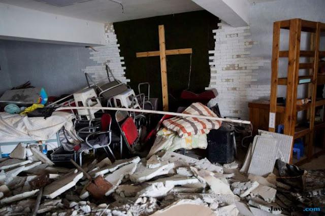 Otoritas Tiongkok Hancurkan Ribuan Salib dan Bakar Alkitab