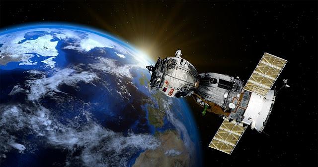 Gambar Satelite yang mengorbit Bumi