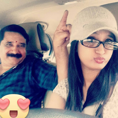 Kavya Shastry with her father
