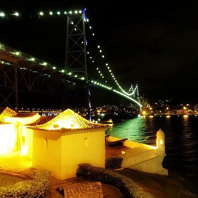 O Forte Sant'Anna e a Ponte Hercílio Luz