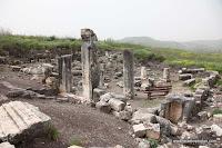 Berg Arbel, Joodse Heilige Plaatsen, Synagoge