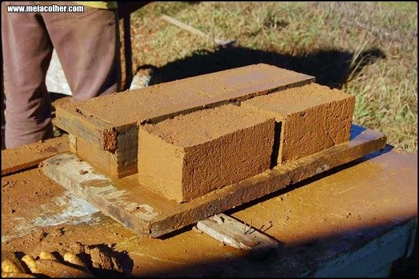 produção de tijolos de barro para construção