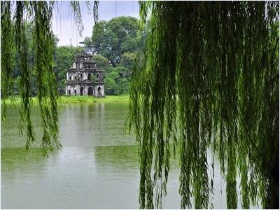 ทะเลสาบฮว่านเกี๋ยม (Hoan Kiem Lake)