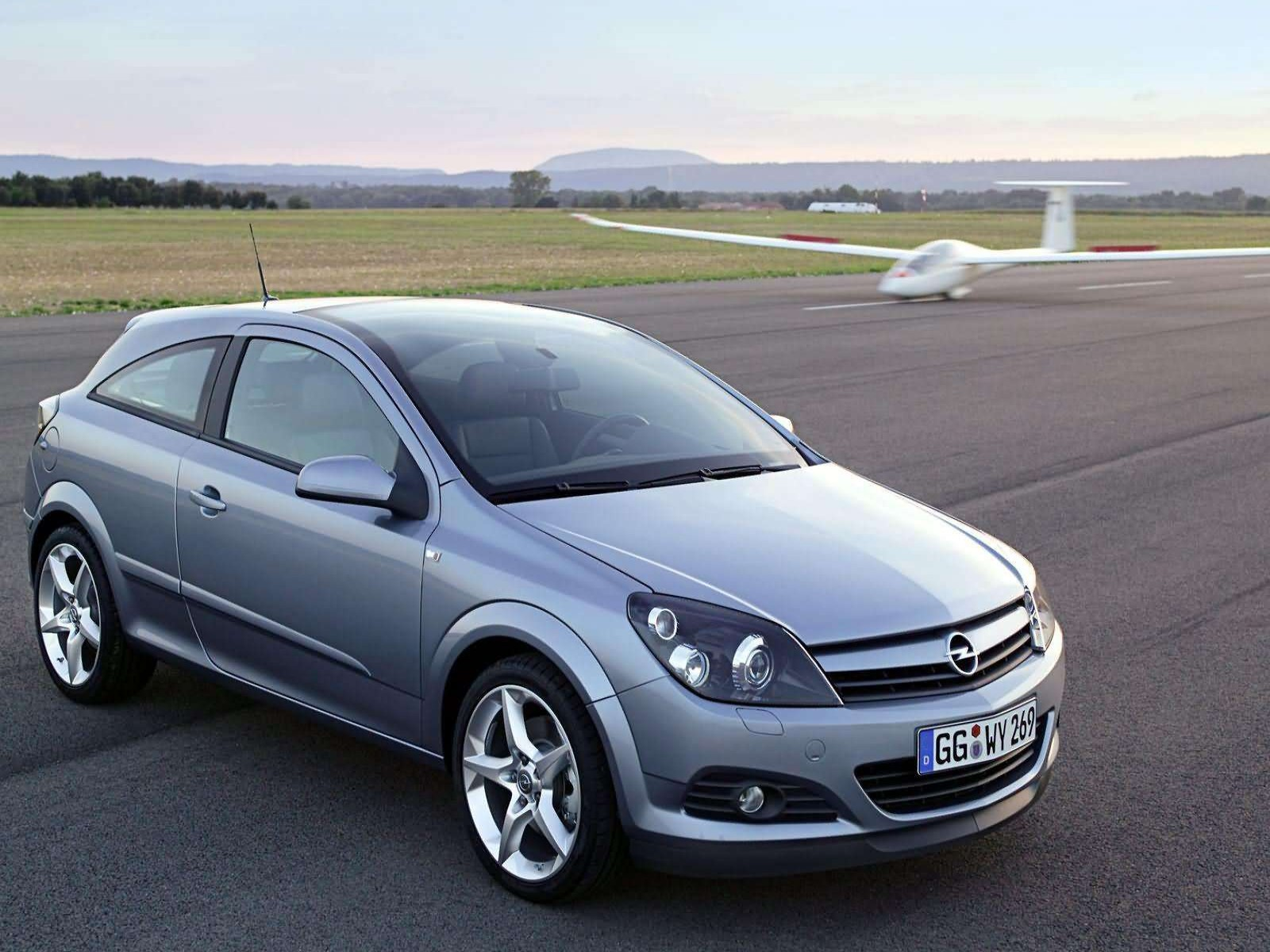 car pictures opel astra gtc with panoramic roof 2005. Black Bedroom Furniture Sets. Home Design Ideas