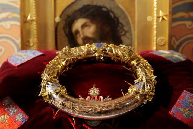 Σώθηκε το ακάνθινο στεφάνι του Χριστού από τη φλεγόμενη Παναγία των Παρισίων – Η ιστορία του μοναδικού κειμηλίου
