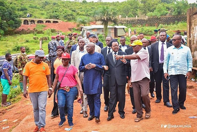Dr Bawumia presents relief items to Sierra Leone