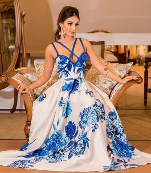 vestido de festa longo  com saia ampla estampado
