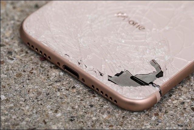 Tại TPHCM ở đâu thay mặt kính lưng cho iPhone 8 nhanh