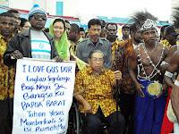 """Betulkah Gus Dur Disebut """"Bapaknya"""" Orang Papua?"""