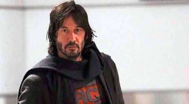 Keanu Reeves Bantu Penumpang Usai Pendaratan Darurat
