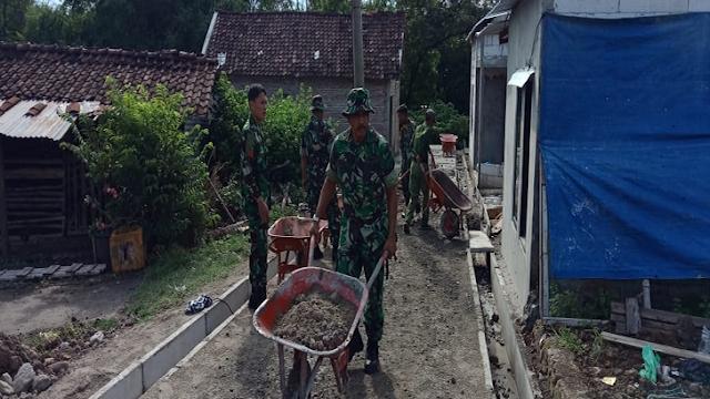 Pererat Kerukunan, TNI Bersama Ormas Islam Kerja Bakti Bangun Desa Melalui Program TMMD Mojosongo