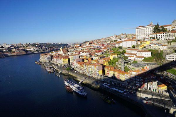 橋の上から見る素晴らしいカイス・ダ・リベイラの眺め