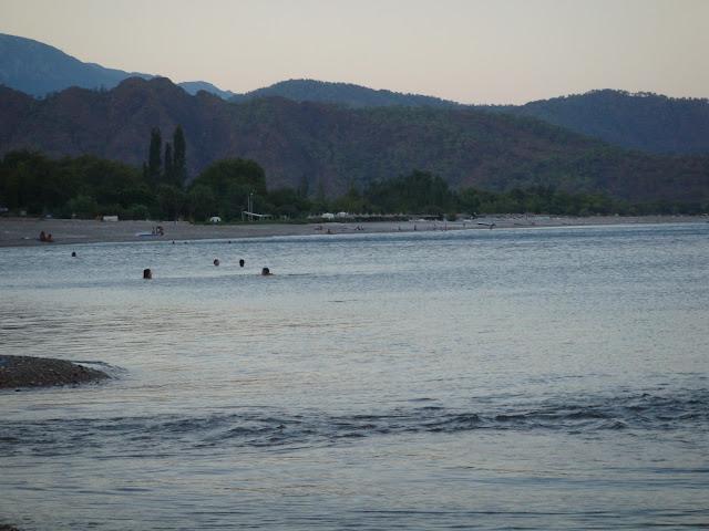 Olimpos'tan günbatımında Çıralı sahili manzarası