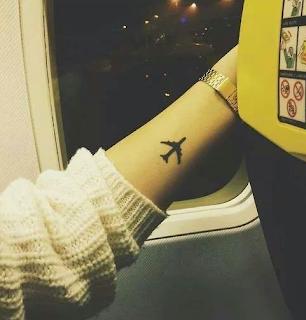 tatuaje avion muñeca