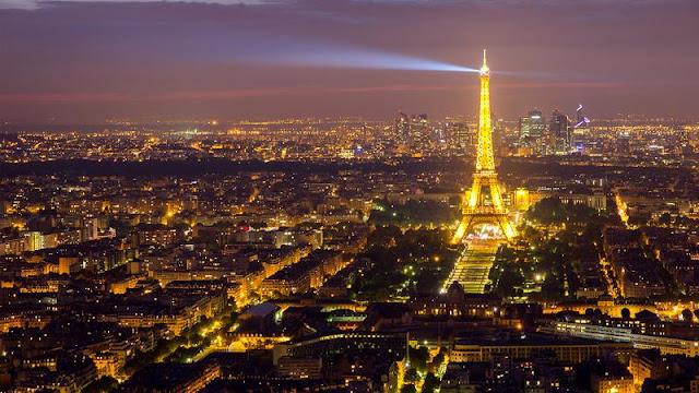 È illegale fotografare la Torre Eiffel di notte