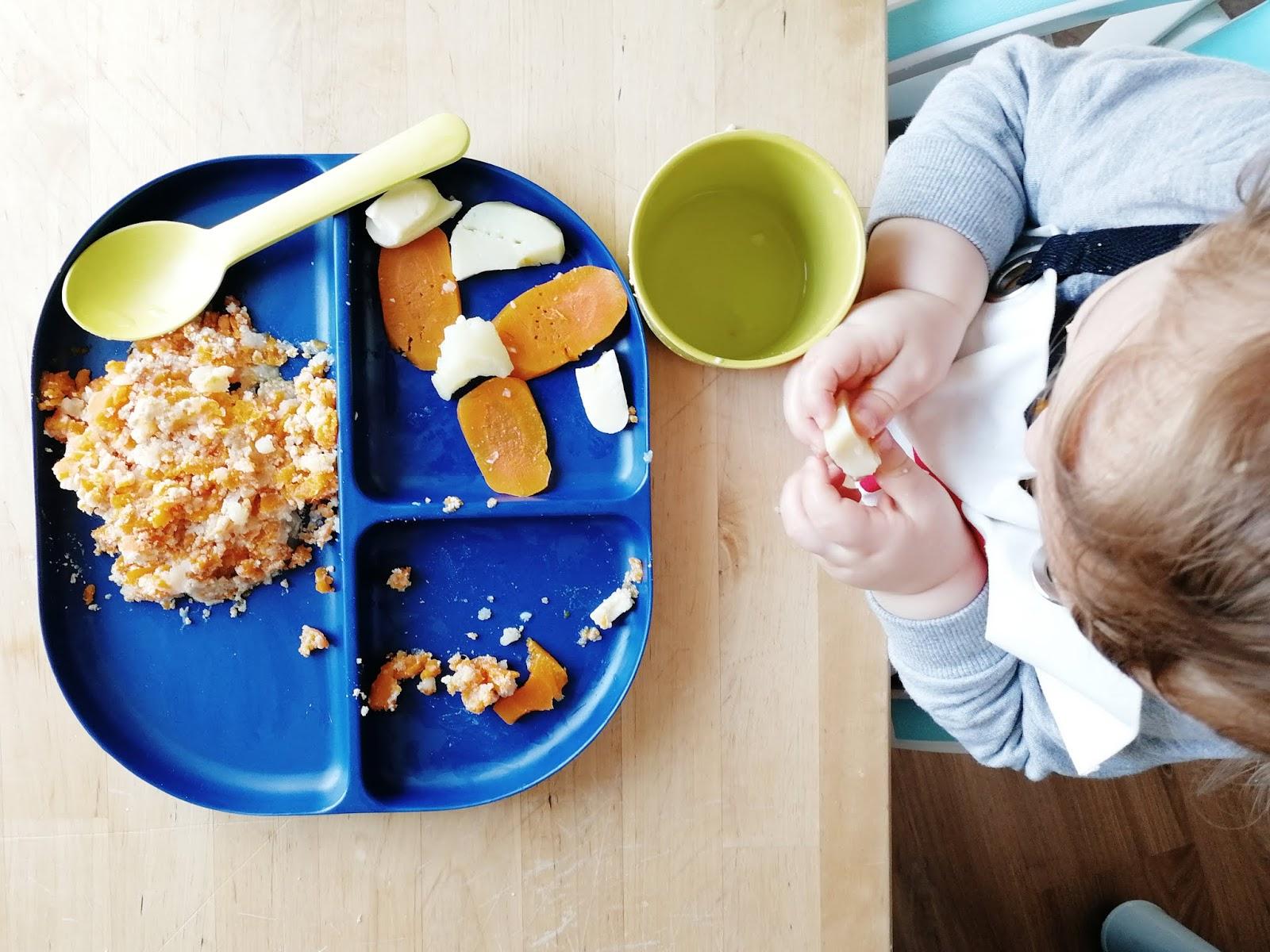 Un an d'alimentation pour bébé