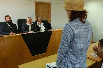 Merasa Dibohongi, Lima Orang Ini Gugat Tuhannya Sendiri ke Pengadilan