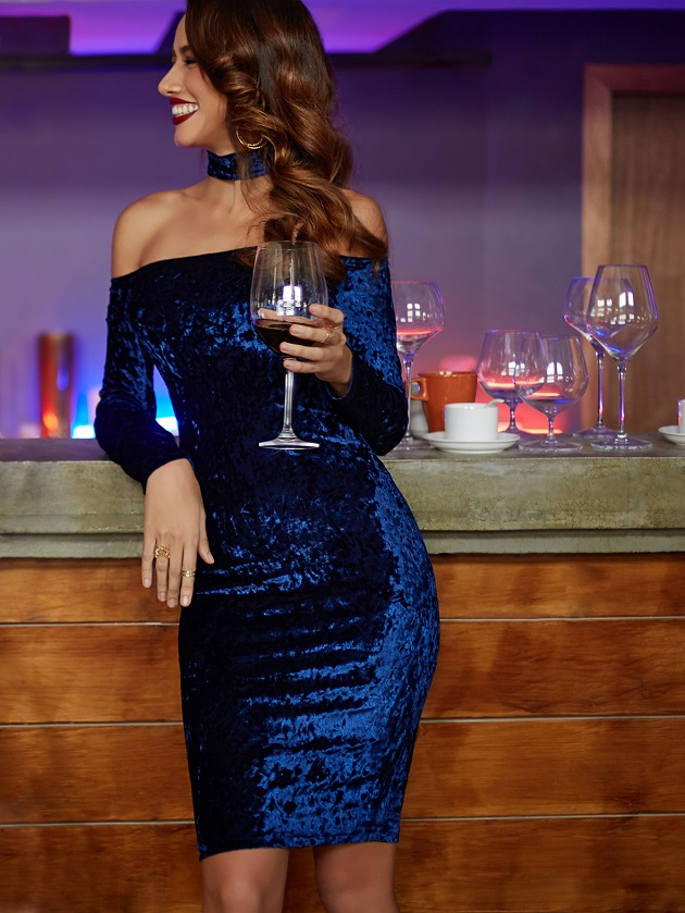 http://us.shein.com/Navy-Choker-Neck-Velvet-Pencil-Dress-p-315328-cat-1727.html?utm_source=libertadgreen.blogspot.com&utm_medium=blogger&url_from=libertadgreen