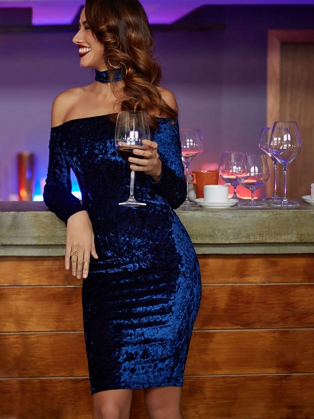 http://us.shein.com/Navy-Choker-Neck-Velvet-Pencil-Dress-p-315328-cat-1727.html?utm_source=libertadgreen.blogspot.com&utm_medium=blogger&url_from=libertadgreen