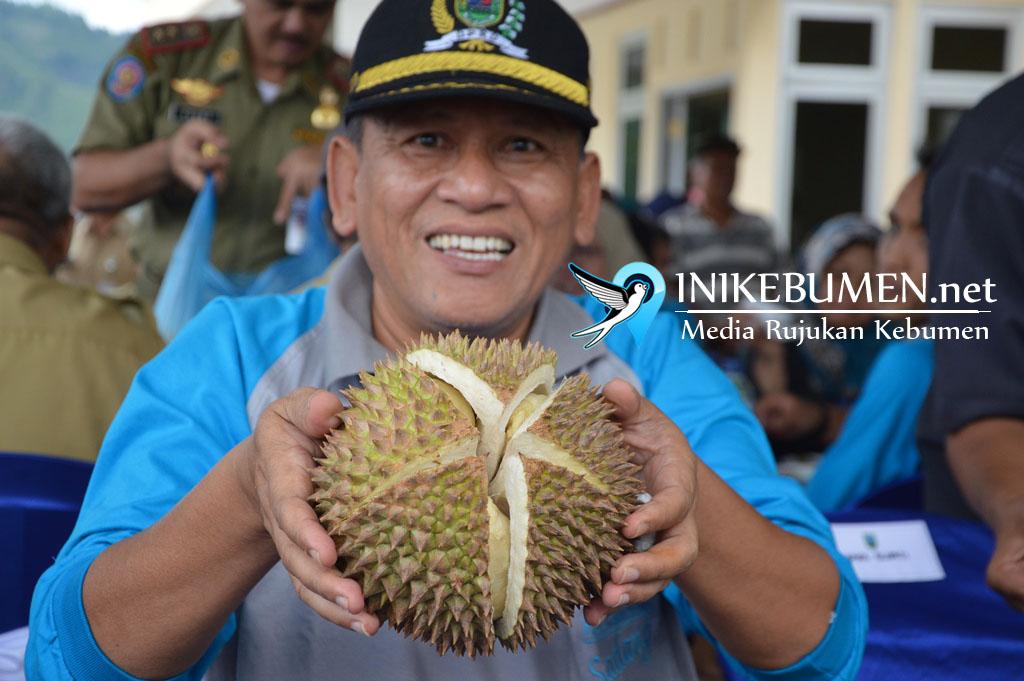 Wow, Durian Jumbo Sadang Terjual Rp 750 ribu