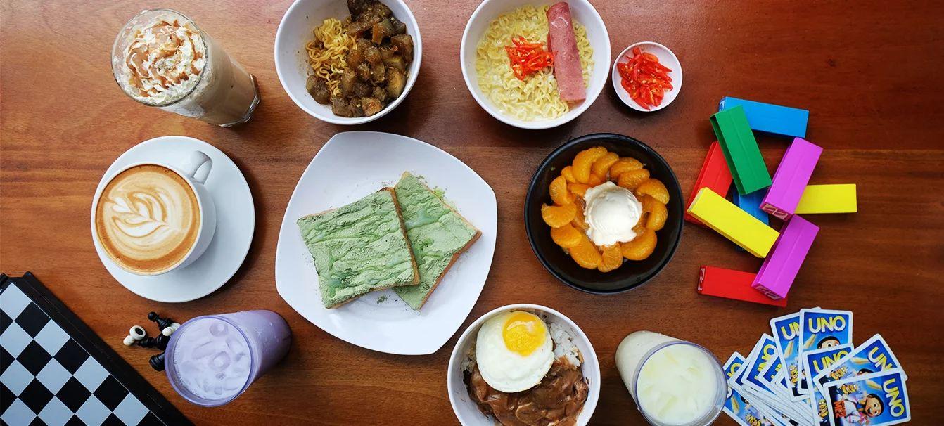 Menu makanan dan fasilitas di Warunk Upnormal (warunkupnormal.com)