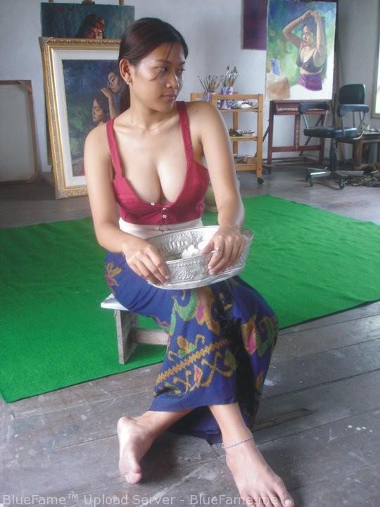 Tetas grandes malayos desnudas