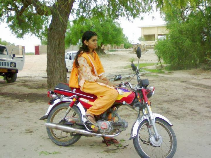 Pakistani and Indian Local Desi Modern Hot Girls Latest Hd images And Photos