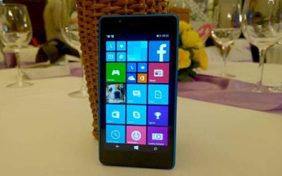 Thay mat kinh dien thoai Lumia 540 gia re lay ngay