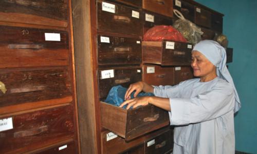 Gia Lai: Sư cô 10 năm miệt mài chữa bệnh miễn phí cứu giúp hàng ngàn người bệnh