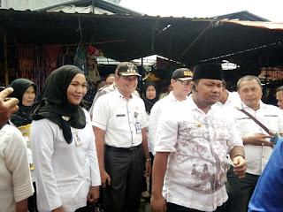 Bapak walikota Tanjungbalai dan Kepala Bidang Perdangan beserta para petugas sidak pasar