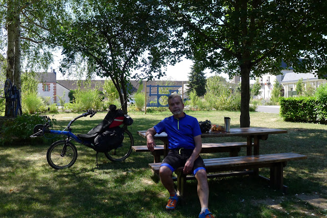 De Paris à la Rochelle en vélo couché, Pézou