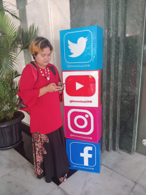 Mempunyai social media dan website koperasi zaman now