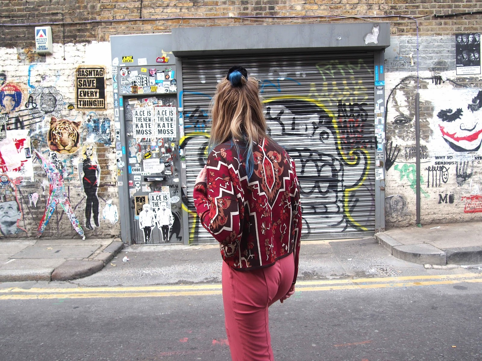 missguided autumn ootd, autumn 2016 fashion style inspiration, dusty pink cigarette trousers, nike cortez, high neck jumper, brick lane street art 1