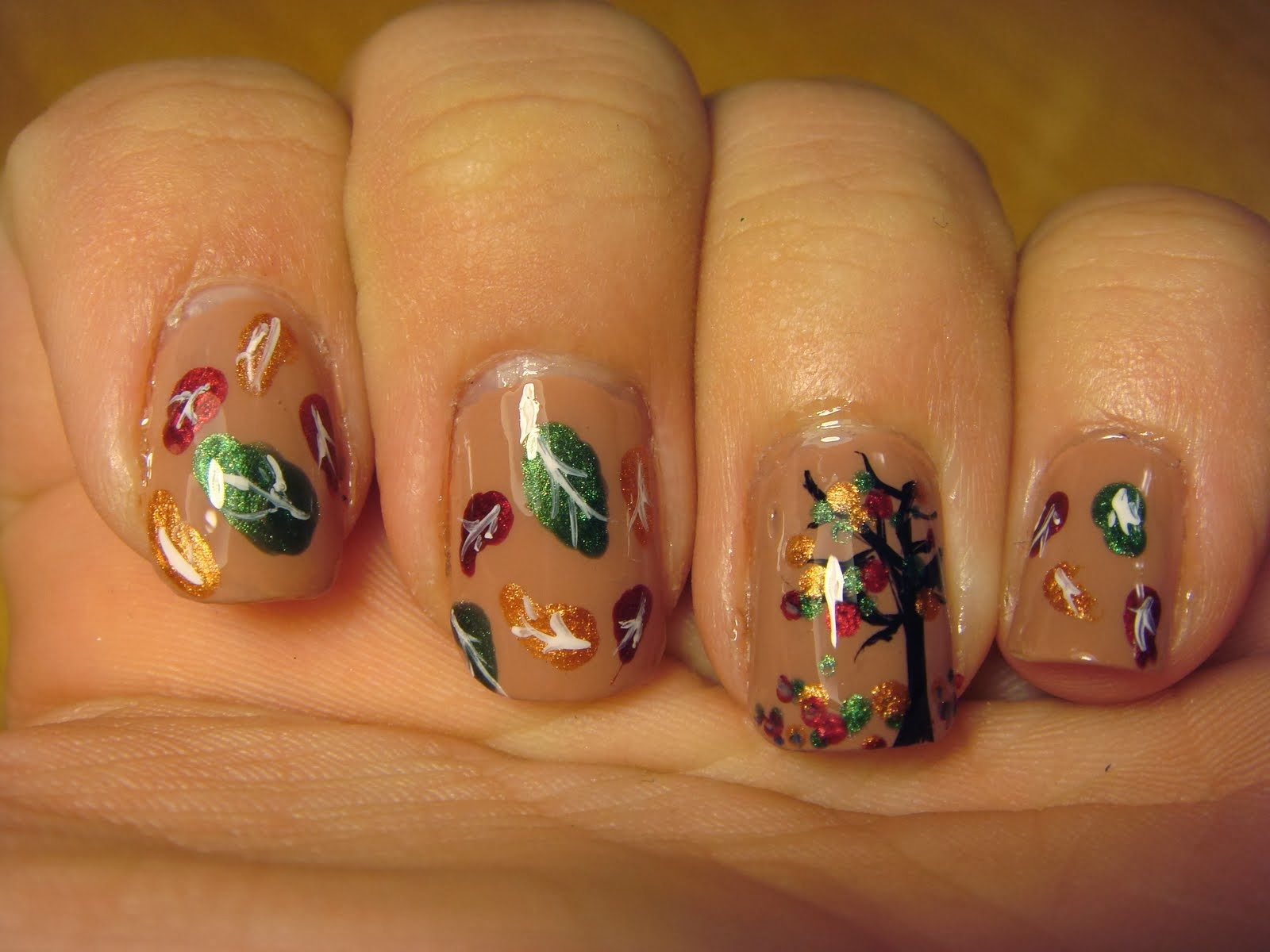 Spud Nails: Glittery fall leaves nail art