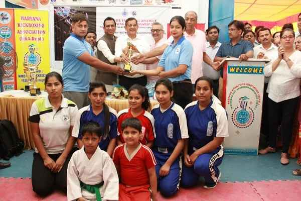 faridabad-kickboxing-pratiyogita-over-prize-distributed-in-faridabad