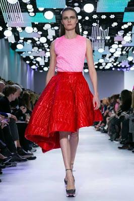 Immagine di sfilata Dior look rosso e rosa