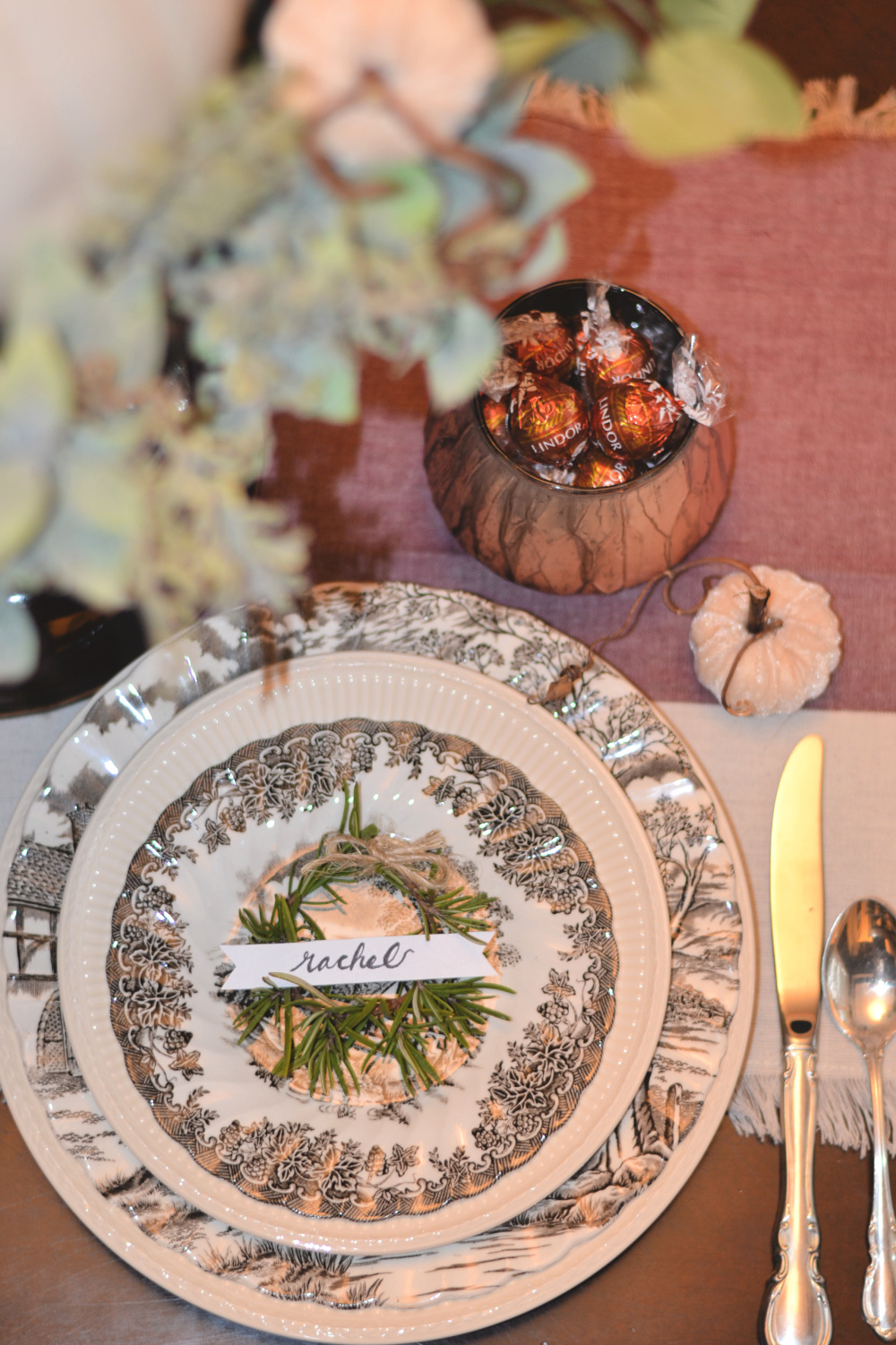 tutorial for thanksgiving or christmas tablescape