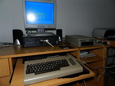 Preparamos nuestro C64 con la disquetera y el disquete en su interior