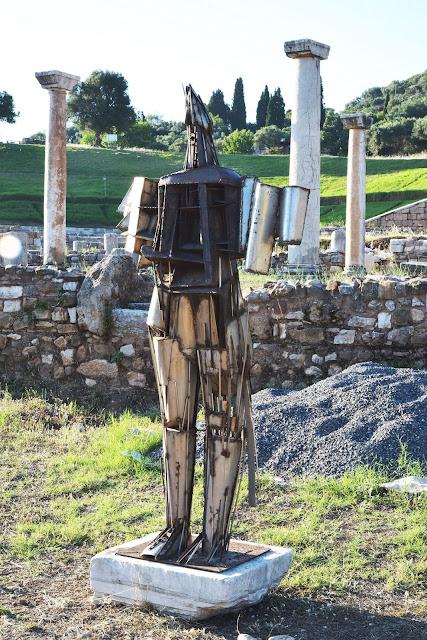 Ζογγολόπουλος – Χουλιαράς: Μια Γλυπτική για τον Δημόσιο Χώρο στην Αρχαία Μεσσήνη