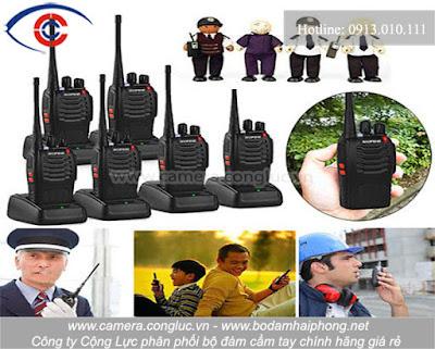 Bộ đàm cầm tay là loại máy thu phát vô tuyến hai chiều liên lạc thoại. Bộ đàm thường dùng để liên lạc thoại giữa một máy với một hoặc nhiều máy khác bằng truyền sóng vô tuyến.