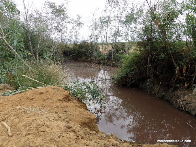 Esgoto é acumulado em poço e depois jogado no Açude da Manhosa, em Santa Cruz do Capibaribe