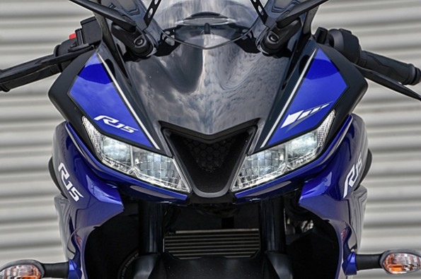 Yamaha YZF R15 V3 front show