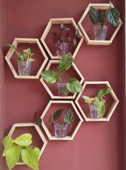 Semakin kita kreatif dalam mendesain hunian tentunya akan semakin berkelas pula rumah yan √ 45 Model Rak Bunga dari Besi dan Kayu Minimalis Paling Unik