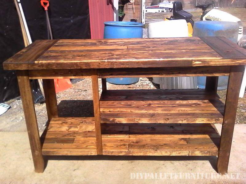 Encimera para cocina hecha con tablas for Muebles de cocina con ruedas