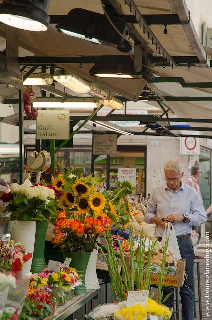 Bolzano ciudad Dolomitas mercado turismo viaje