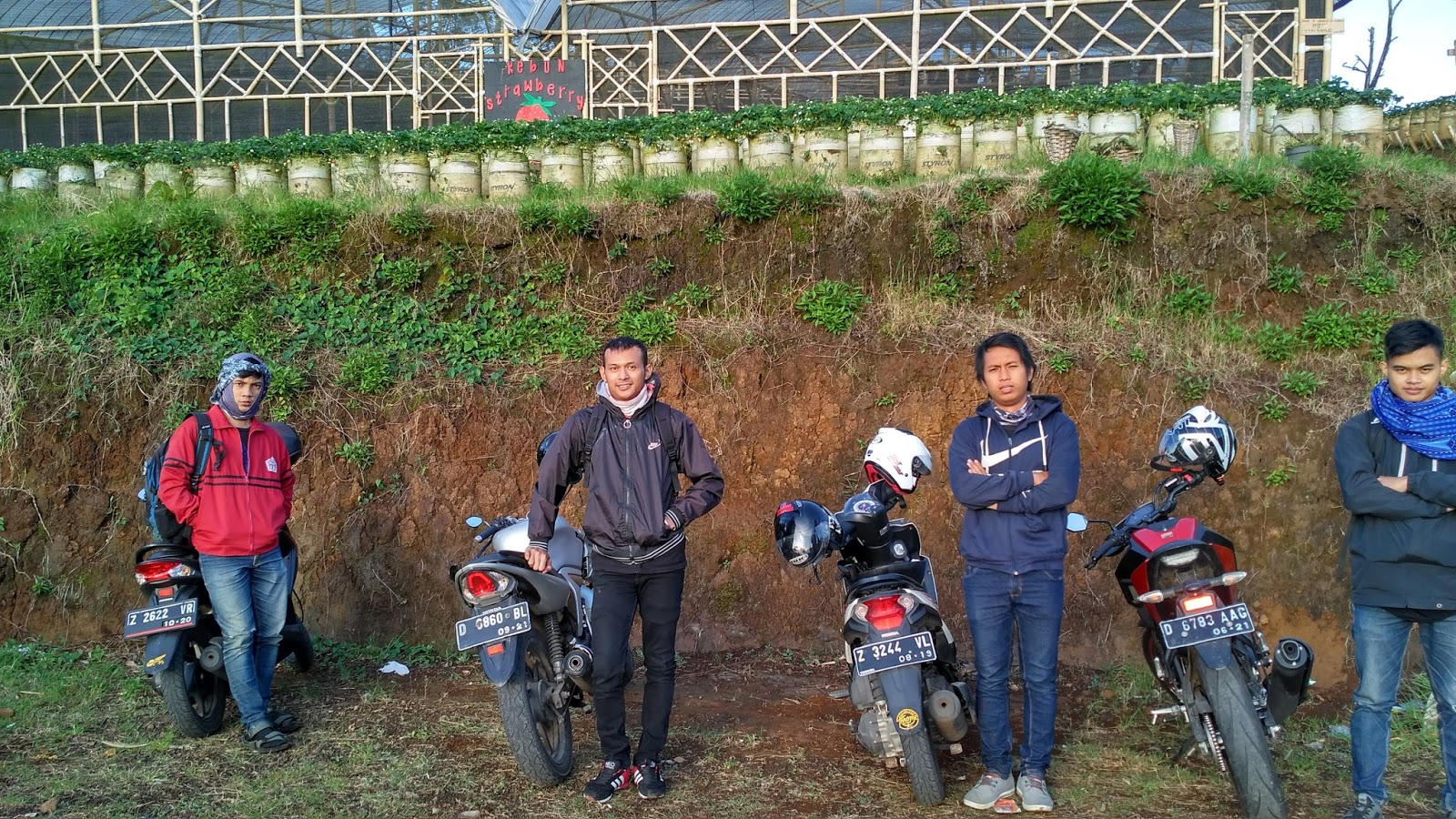 Berfoto ala rider di Darajat Pass Garut